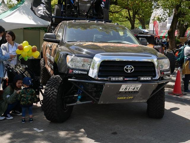 アウトドア・デイ・ジャパンで展示してある大きい車の正面