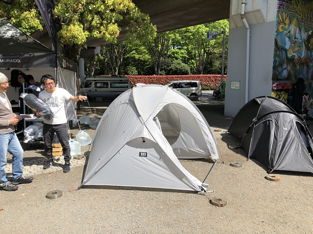 アウトドア・デイ・ジャパン2018東京ムラコの2つのテントを正面から