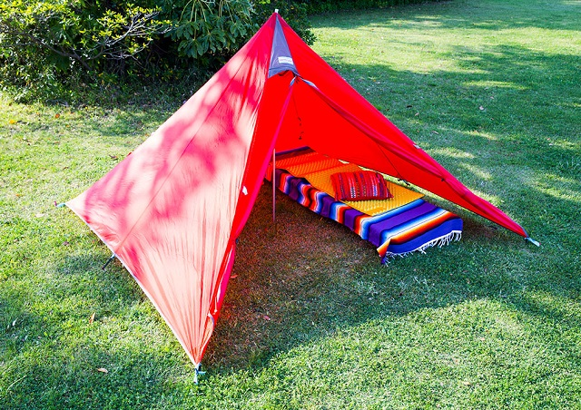 おしゃれなテンマクデザインの赤色のパンダテント
