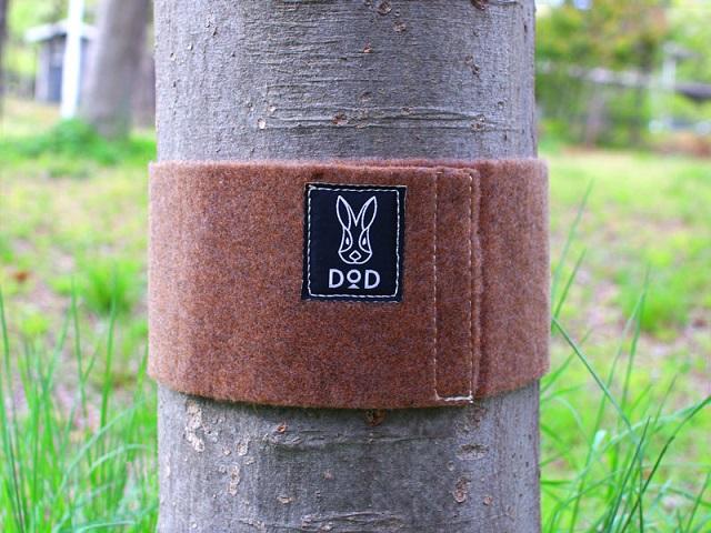 マジックテープで木に巻くDODのツリーウェア