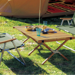 キャンプ場で使うおしゃれなロールトップテーブル