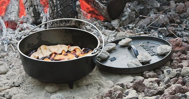 キャンプで使うロッジのダッチオーブン