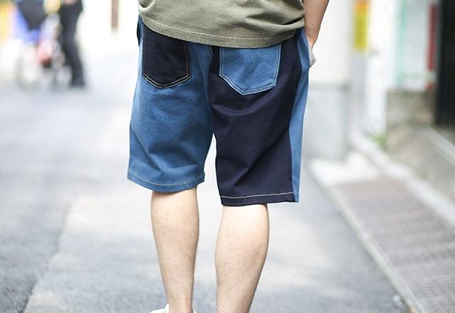 gym master ストレッチデニムショーツを履く後ろ姿の男性