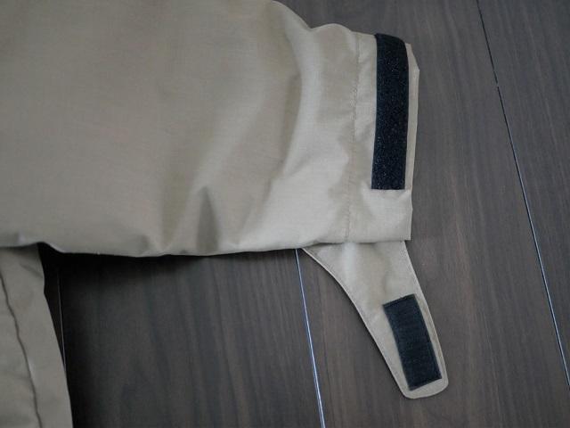 袖口のベルクロカフのアップ
