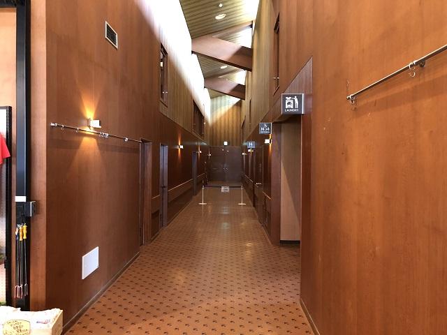 センターハウス内の廊下