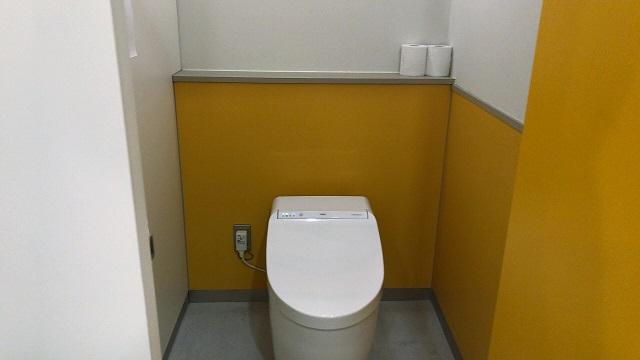 炊事棟の洋式トイレ