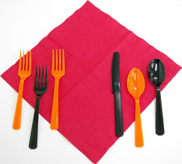 オレンジ色とブラックのハロウィンプラスチック・テーブルウェア
