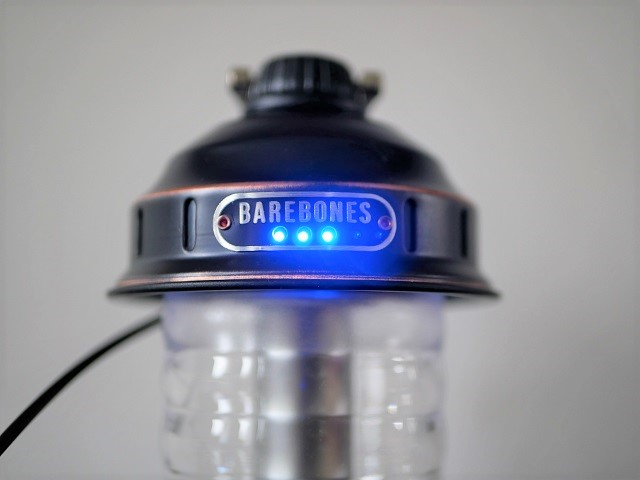 青色のライトでバッテリー残量が確認できるランプ