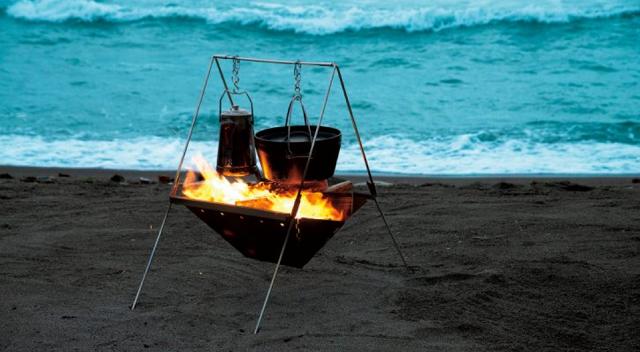 ユニフレーム焚き火ベース450でダッチオーブンを下げて直火調理