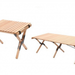サイズ違いのテーブルが並んでいる様子
