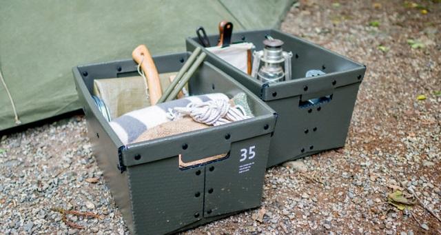 地面に置かれたgerage box