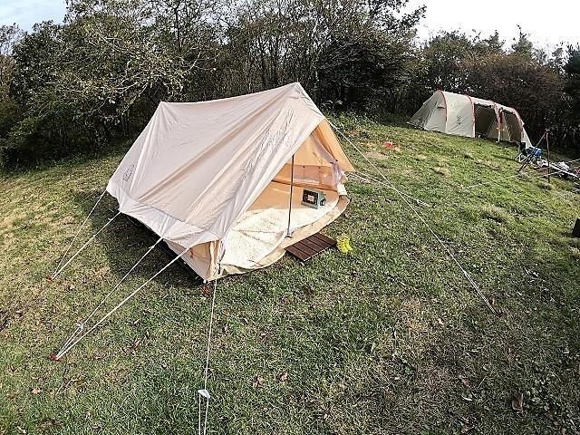 間隔をあけて張るテント
