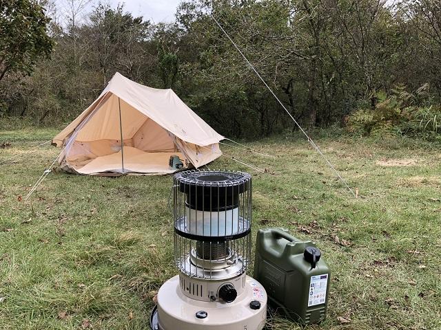 キャンプ場に置いてあるトヨトミKR-47A-C