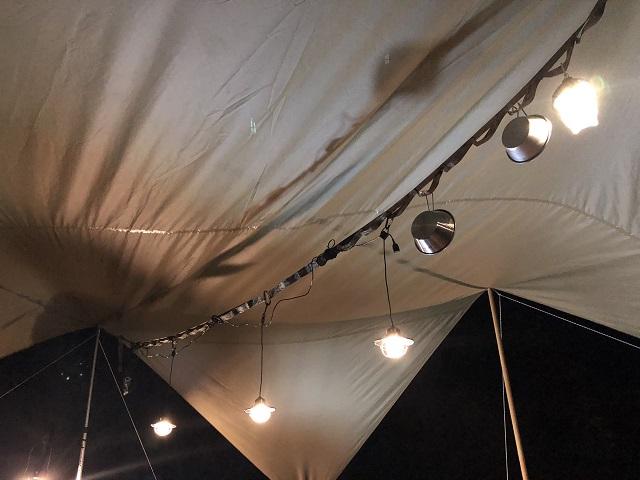 夜のエジソンストリングライト