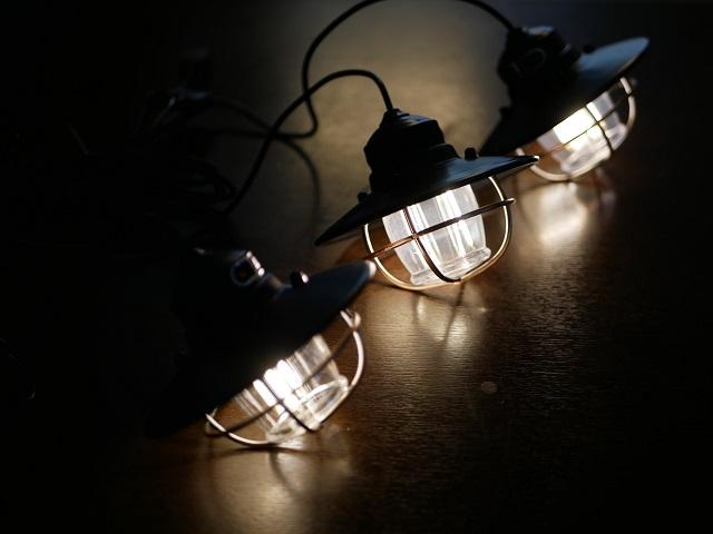 テーブルの上で点灯するライト