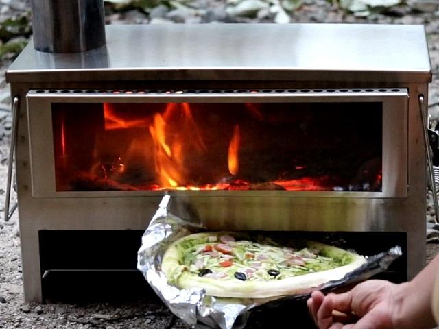 DODメラテレビ遮熱版でピザを焼く様子