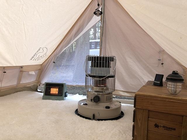 テントの中でストーブ
