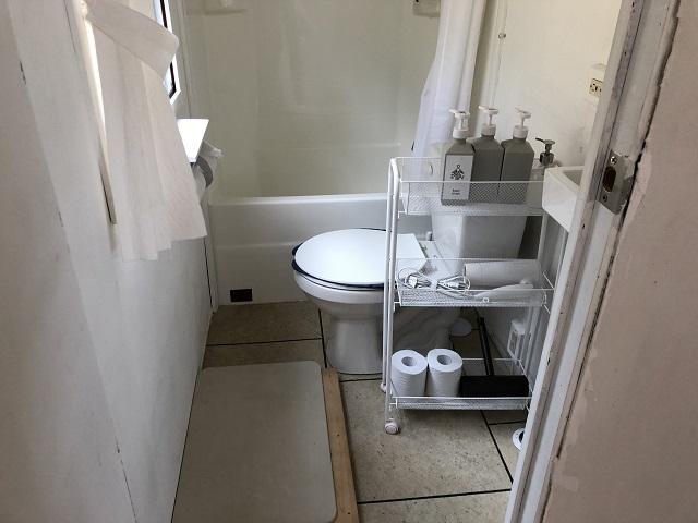 トレーラーハウスのトイレ