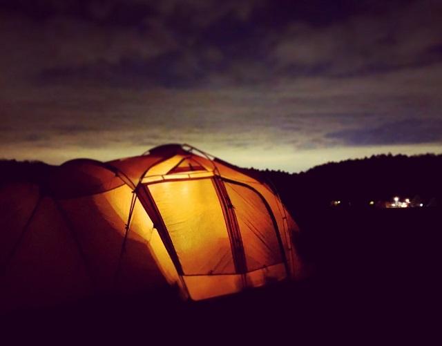 テントを外から
