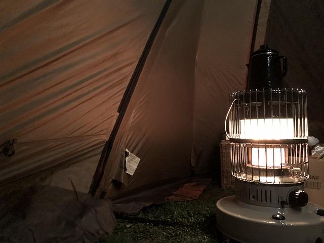 テント内のストーブ