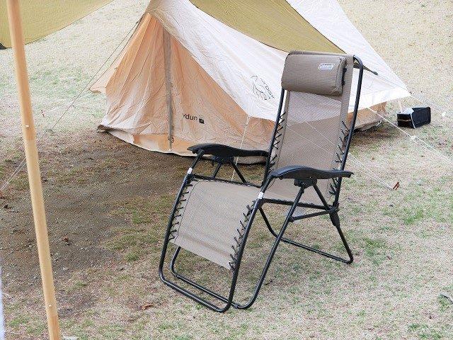キャンプ場で設営