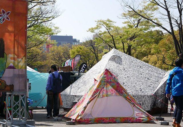 チャムスの新作テントが並ぶ