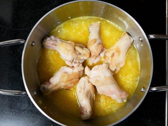 鶏肉を並べる