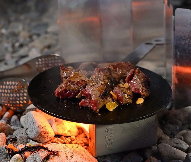 Re・moパンの上でお肉を焼く