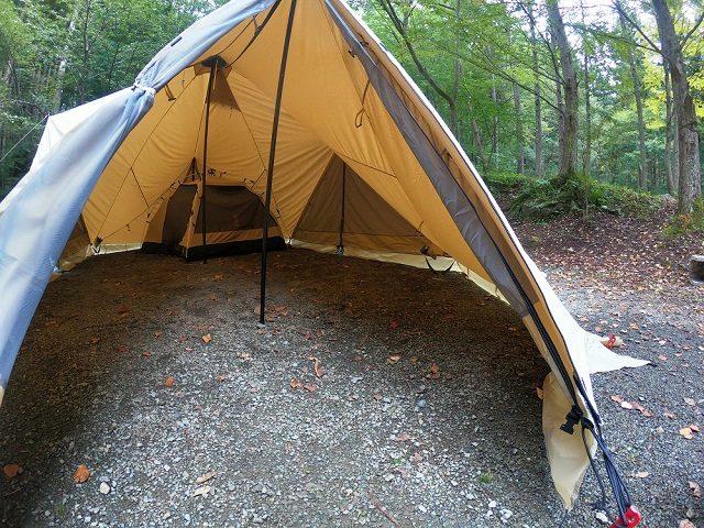 カンガルーテントを入れたテント内