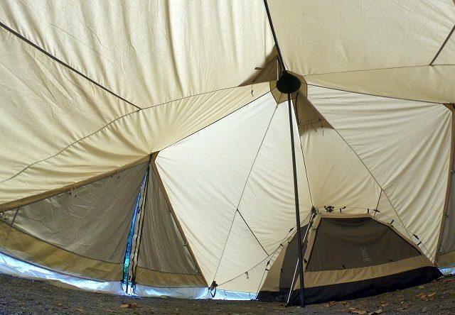 テント内の天井