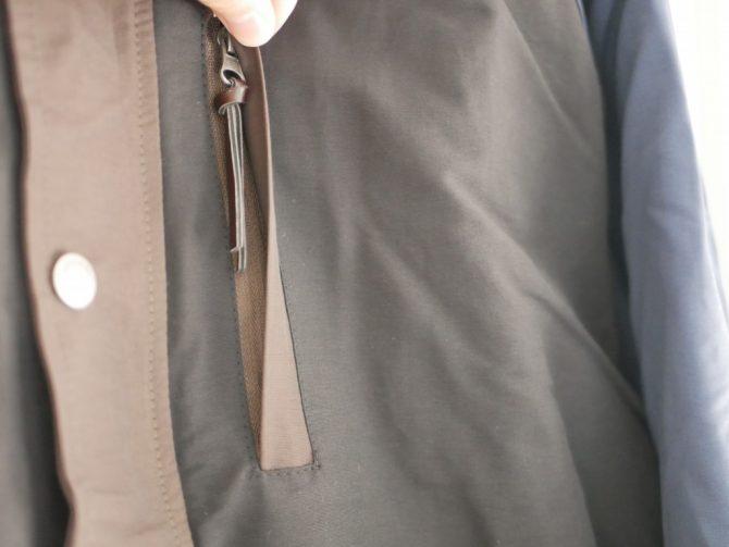 マウンテンパーカー胸ポケット