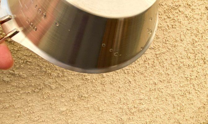 ステンレスシェラカップのフチの水滴-2