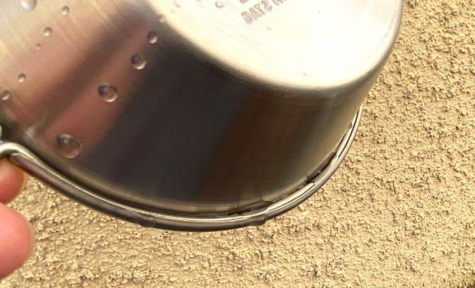 巻き込んだフチの水滴