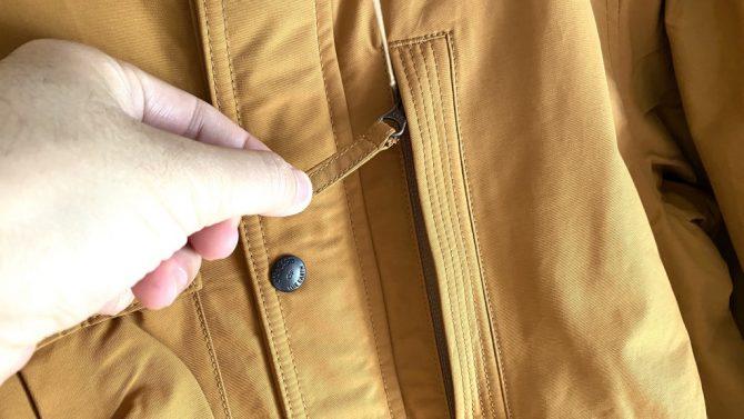 胸ポケットジッパー