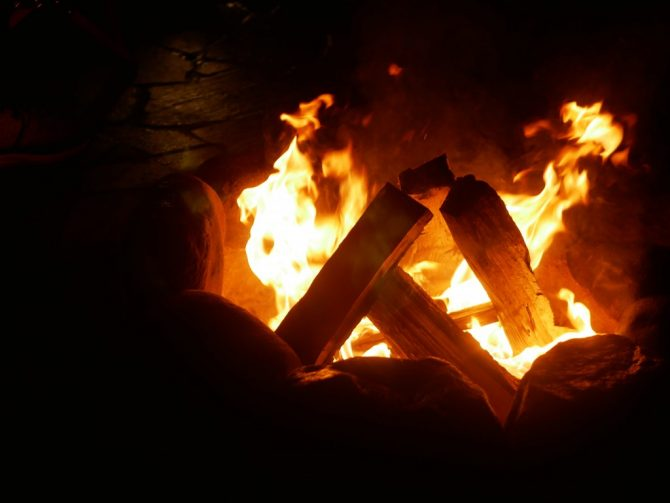 合掌型焚き火