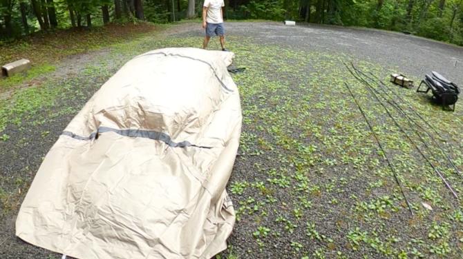 テント広げる
