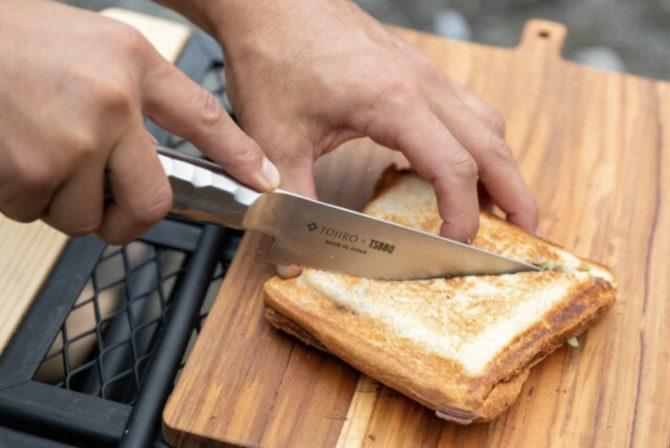 パン切り包丁で切るところ