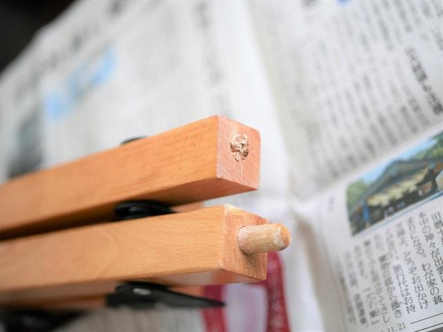 木ダボが折れたテーブル