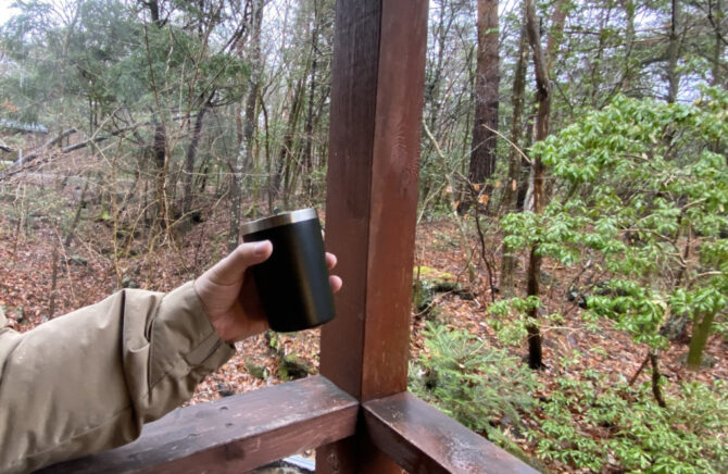 寒い中に飲むコーヒー