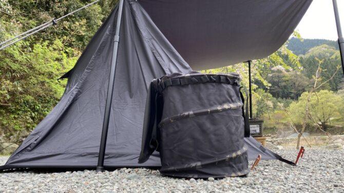テントの横に置く