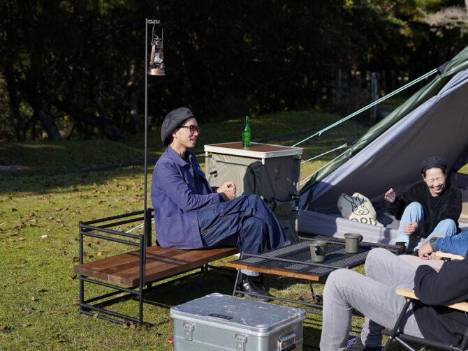 キャンプ場でソファ