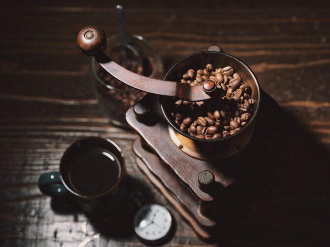 レトロなコーヒーミル