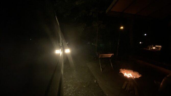 車の側面夜間